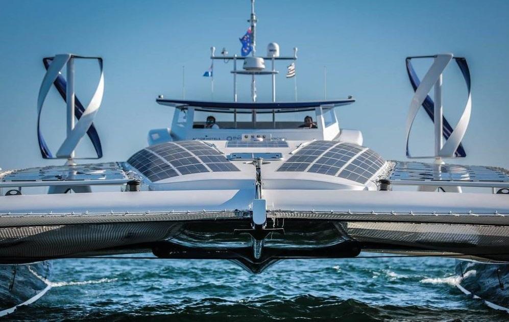 Морская яхта из будущего побывала в гавани Флисвос