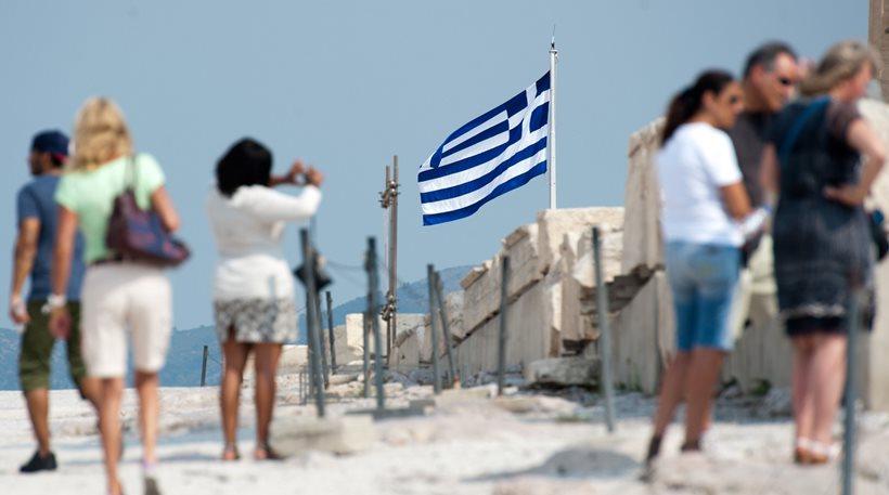 Handelsblatt: Αναμένεται ρεκόρ τουριστών φέτος στην Ελλάδα
