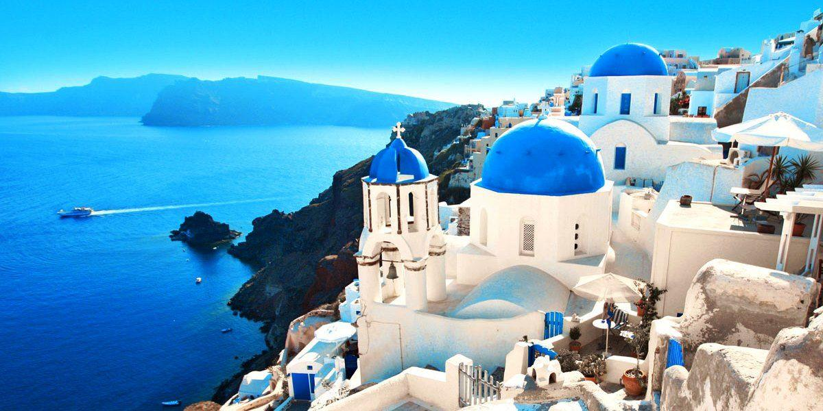 Santorini is New Hot Spot for Foreign Weddings