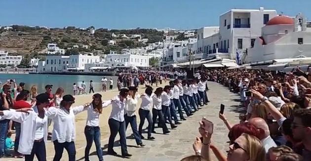Μύκονος: Εντυπωσιακό χασάπικο με 200 χορευτές