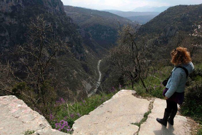 Deutscher Gebirgswanderer in den Bergen bei Ioannina gerettet