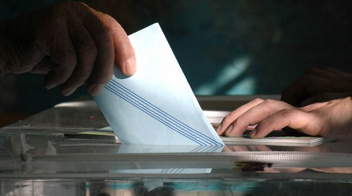 Poll: 62% of Greeks Want Early Elections, 52% Hardly Get By