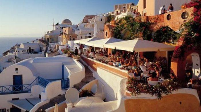 Handelsblatt: Οι Ευρωπαίοι αγοράζουν με μανία εξοχικά στην Ελλάδα