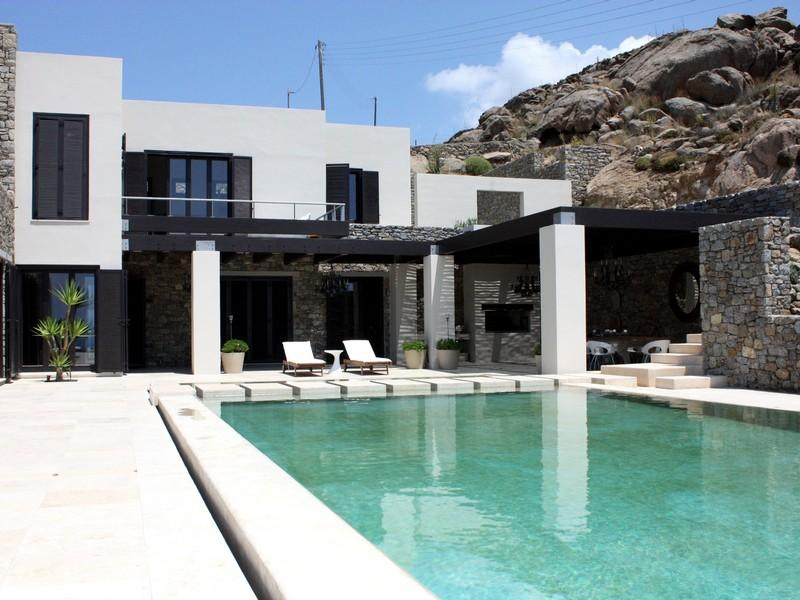 Mykonos, Santorini Top Choices for Summer Homes for Foreigners