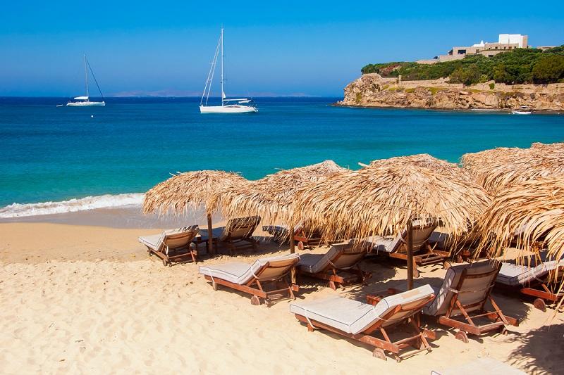 Место на греческом пляже теперь можно забронировать онлайн