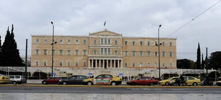 Δημοσκόπηση: Δεν «βλέπουν» καθαρή έξοδο από το μνημόνιο 7 στους 10 Ελληνες