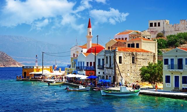 Греческие власти решили сделать страну главным направлением отдыха для россиян