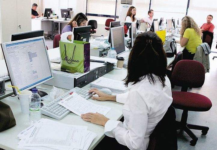 OECD: Greeks Work More Hours Than All Europeans
